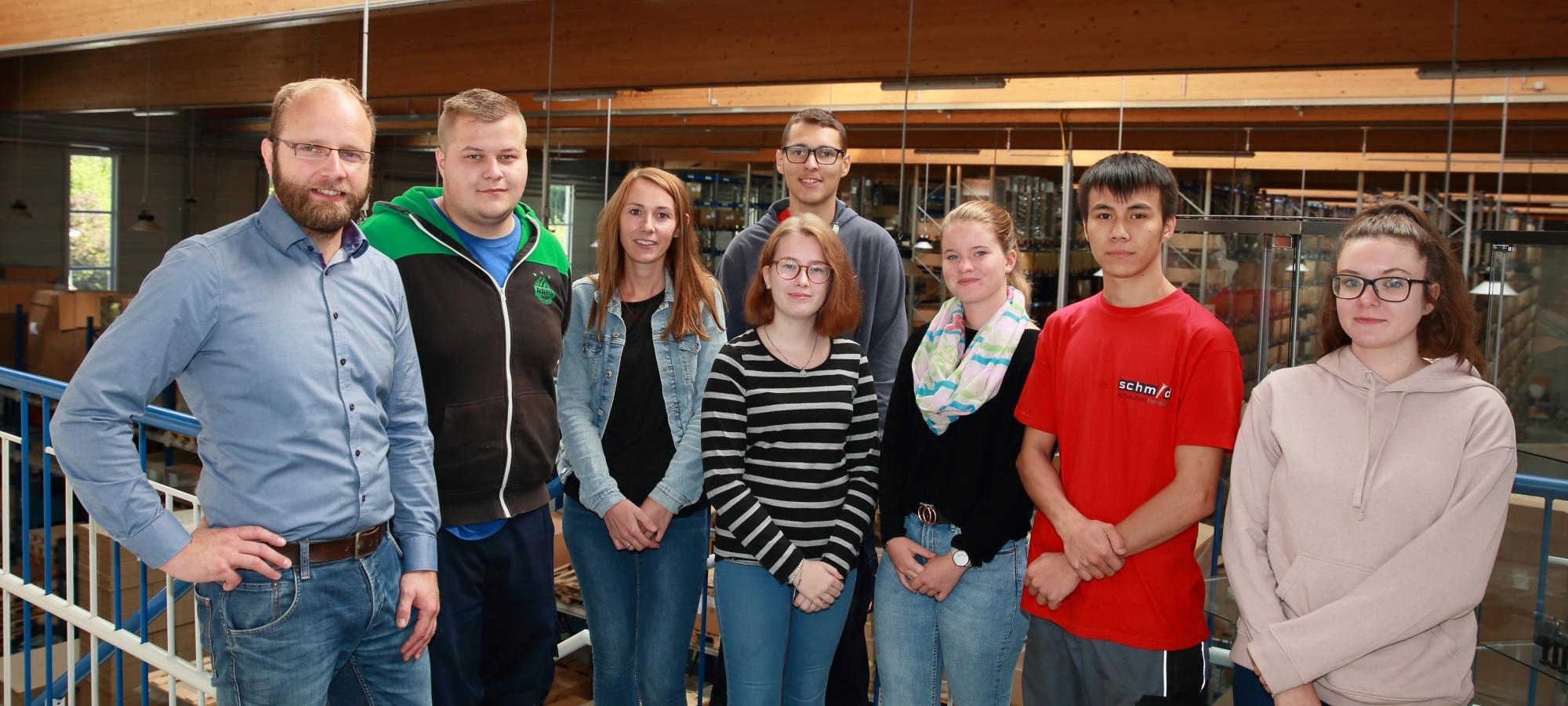 Cinq nouveaux apprentis chez Schmid Schrauben-